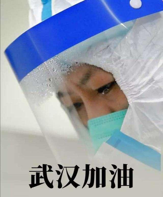 Cô Zhang Jixian, giám đốc Khoa Hô hấp Bệnh viện Y học Cổ truyền ứa nước mắt khi phải nhìn bệnh nhận ra đi. Nữ bác sĩ tâm sự cô cảm thấy bất lực khi số lượng bệnh nhân ngày càng nhiều nhưng trang thiết bị y tế và khẩu trang cung ứng còn hạn chế.