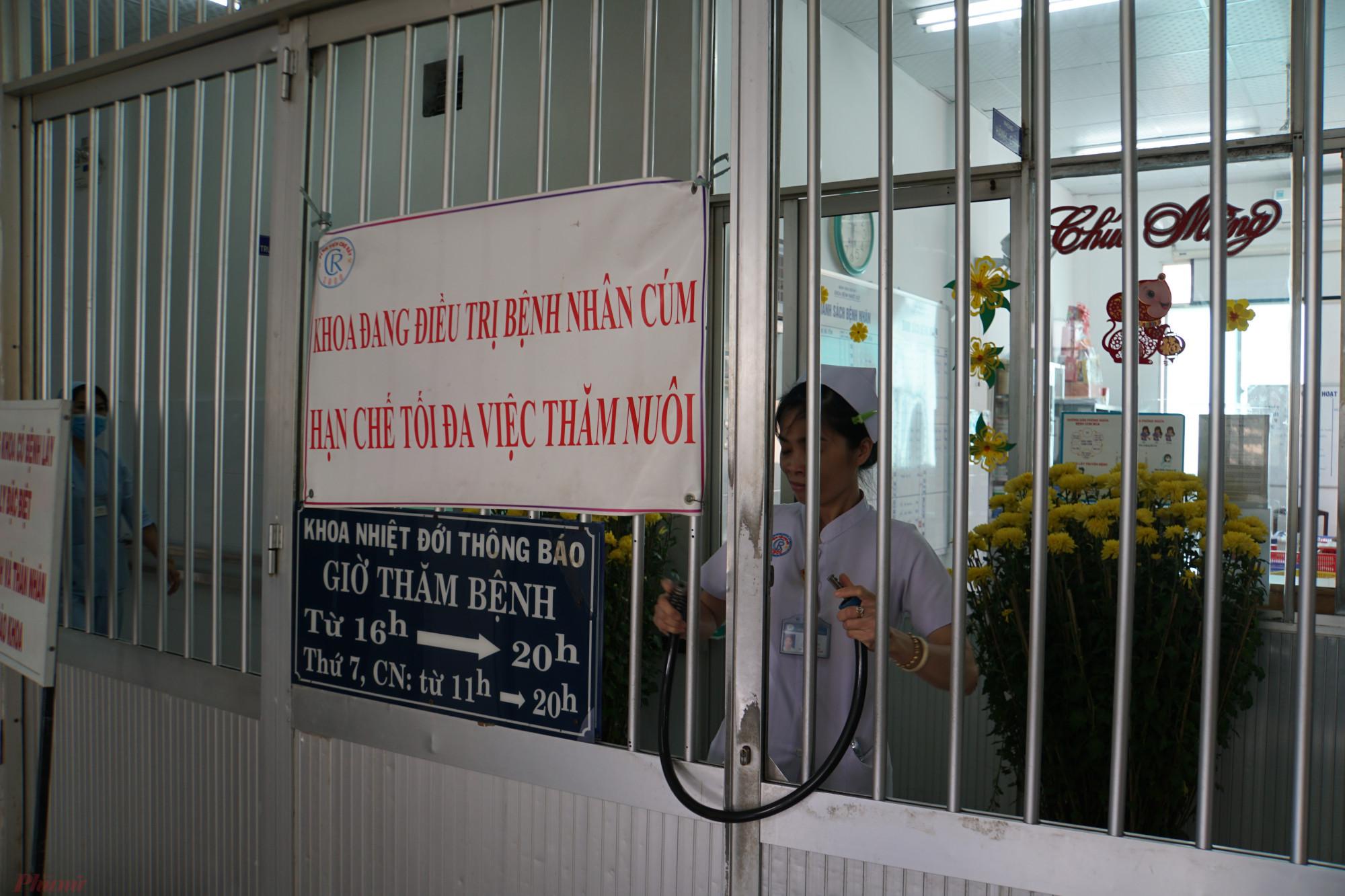 Tự nguyện đến bệnh viện, hợp tác điều trị, cách ly là trách nhiệm của mọi người trước dịch bệnh.