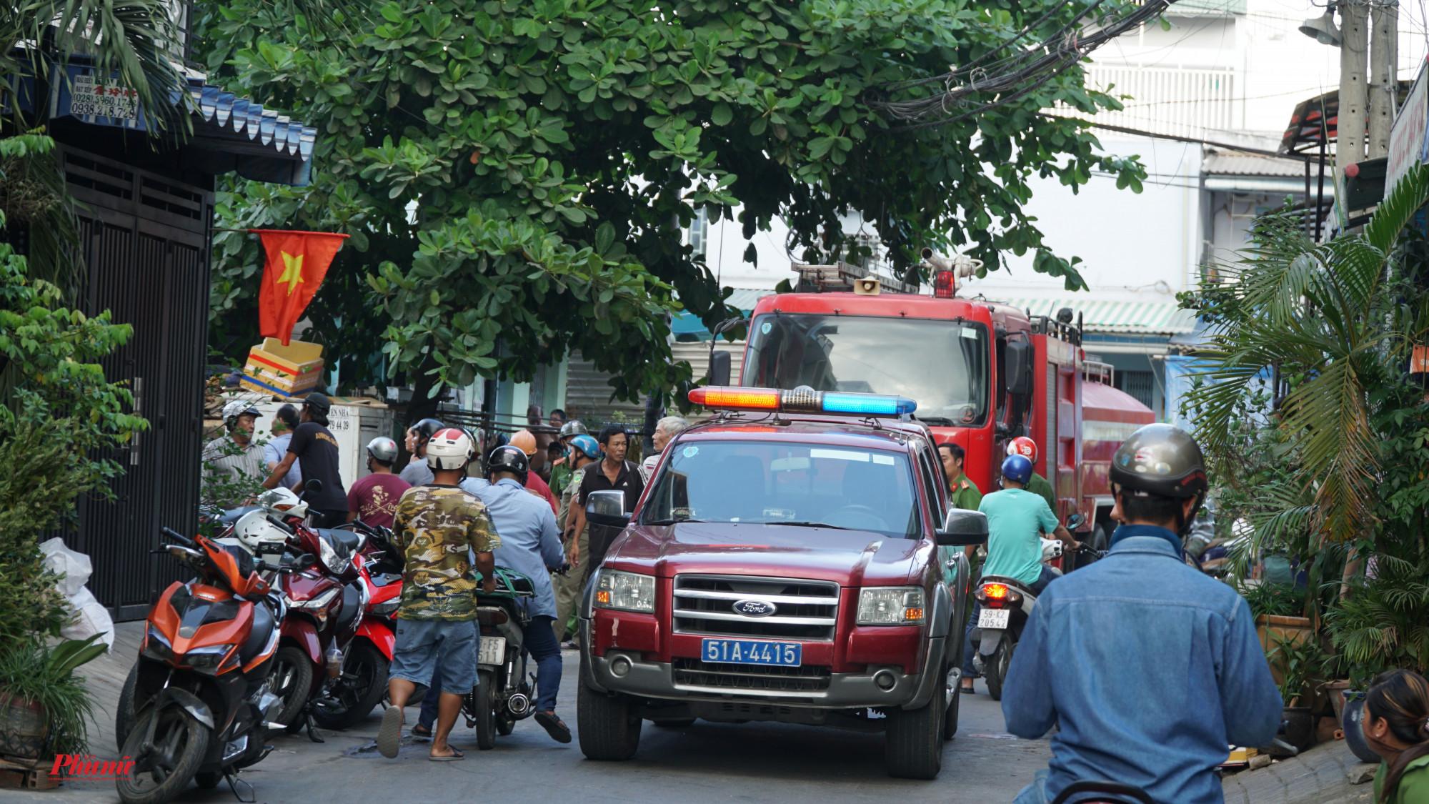 Lực lượng PCCC quận Bình Tân nhanh chóng có mặt dập lửa