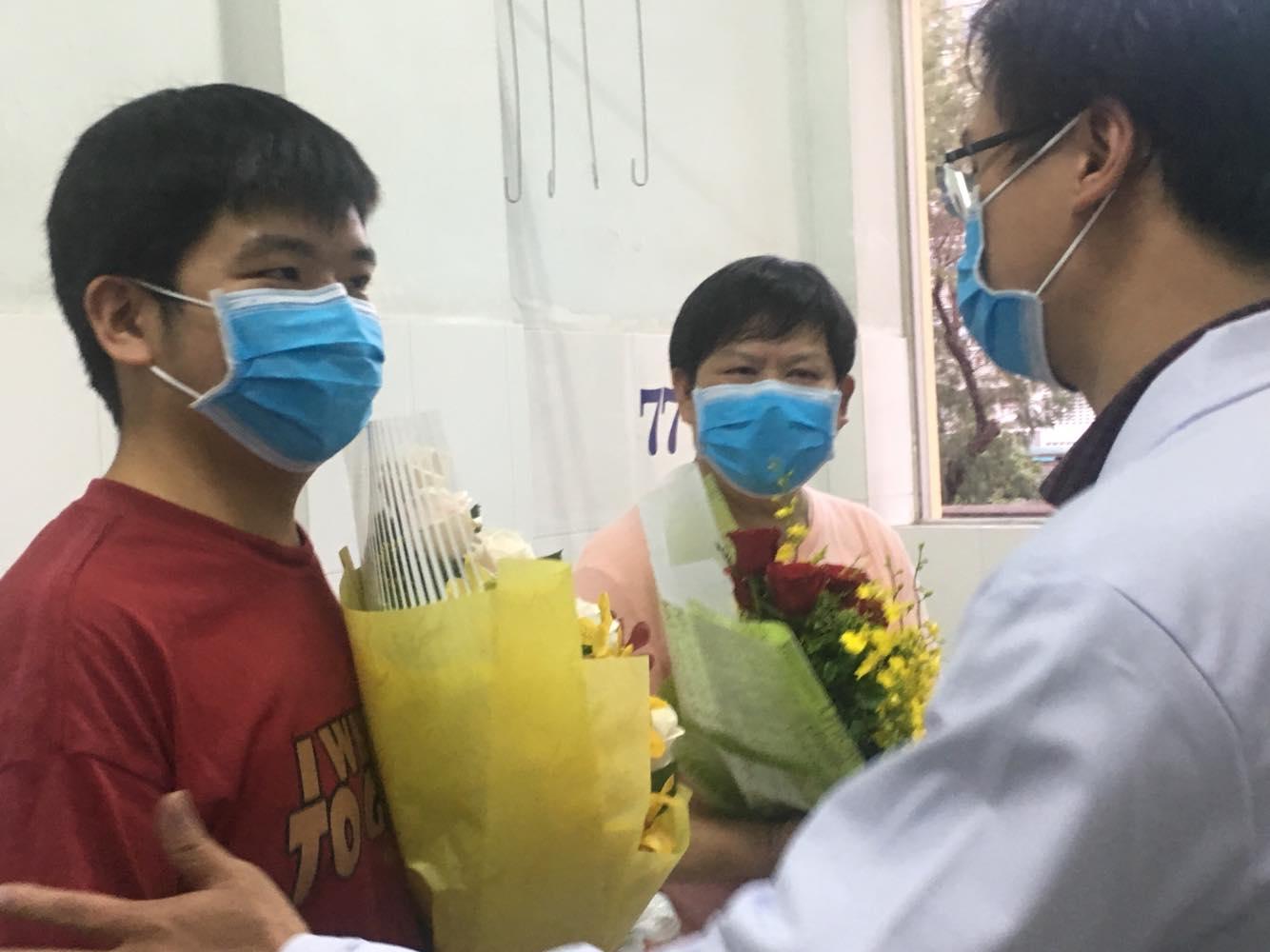 Hai cha con ông Li Ding bị rịn chia tay các sĩ Nguyễn Ngọc Sang - một trong những người trực tiếp điều trị