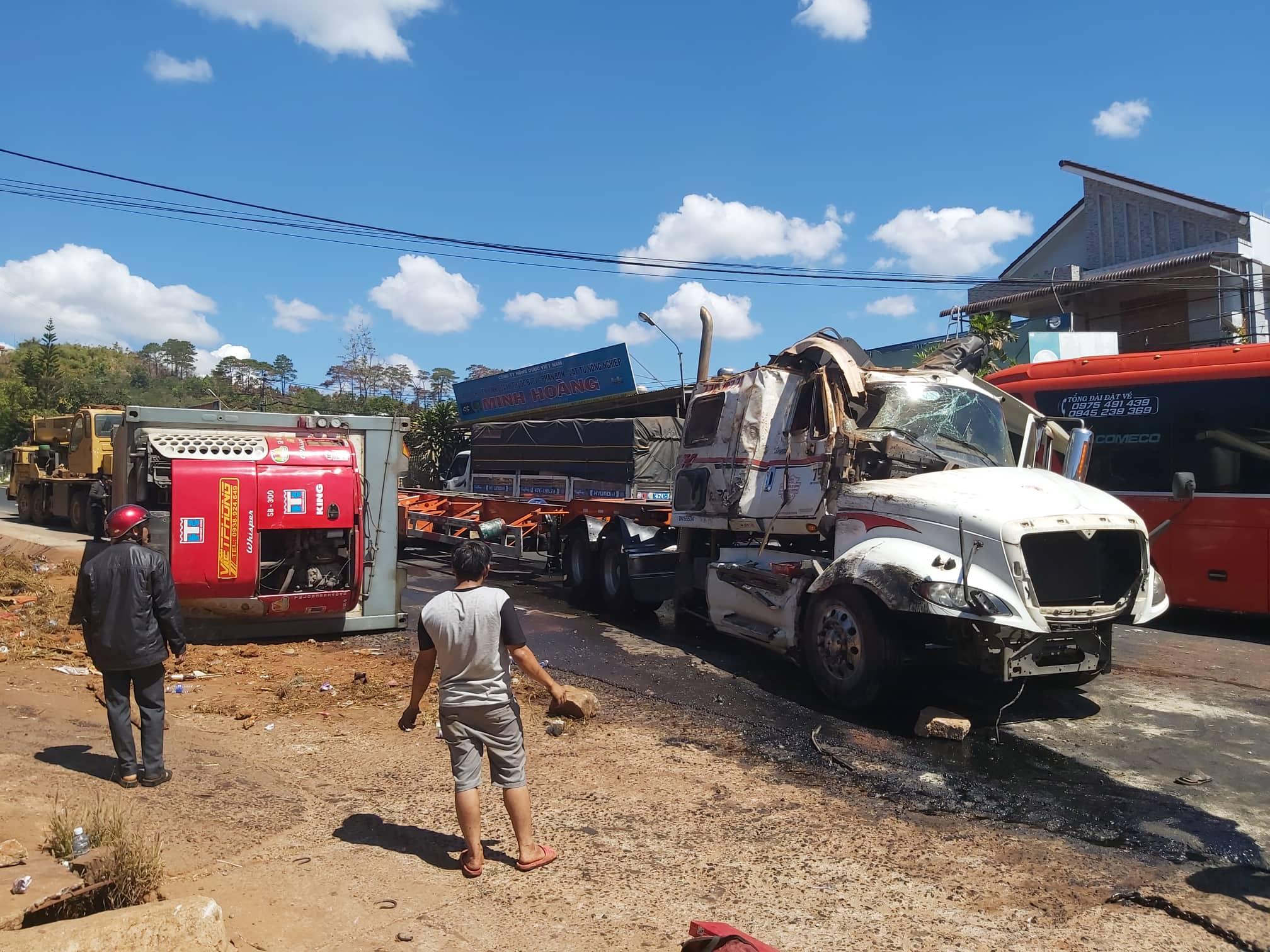Xe đầu kéo tại hiện trường vụ tai nạn