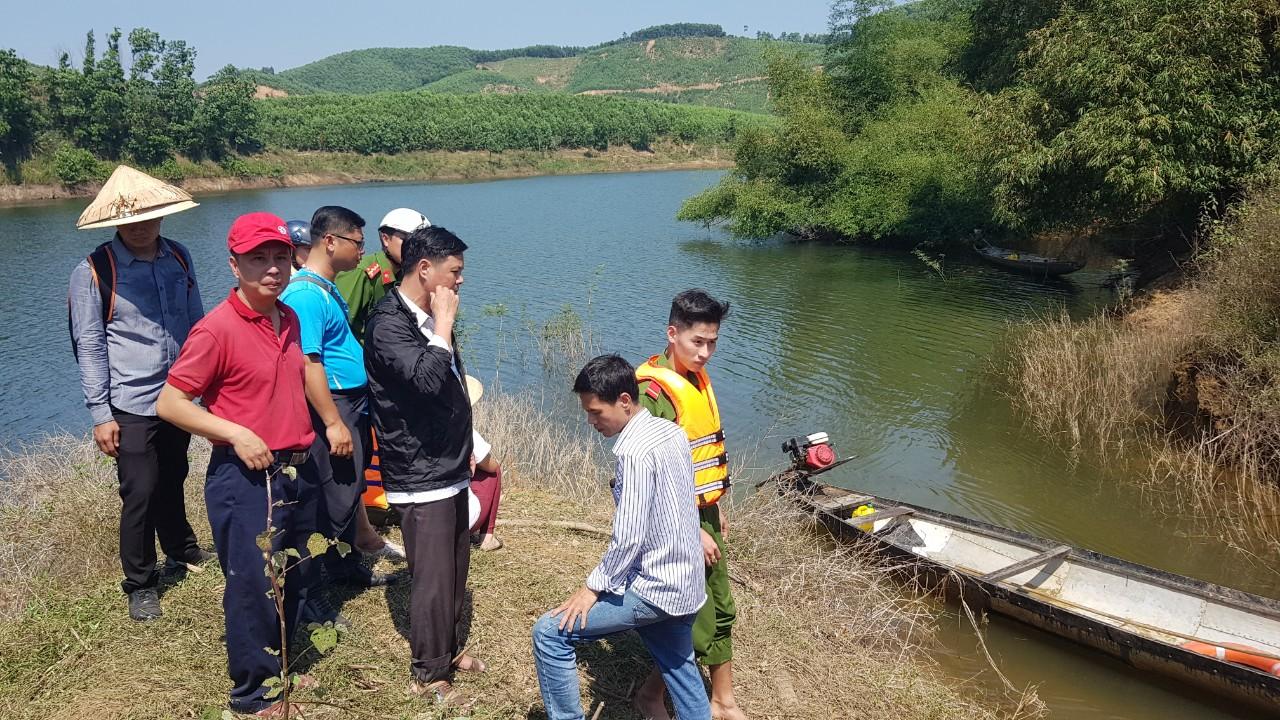 Đến 13 giờ 30 trưa 15/2 lực lượng cứu nạn đã tìm thấy thi thể của  bà Nguyễn Thị L.