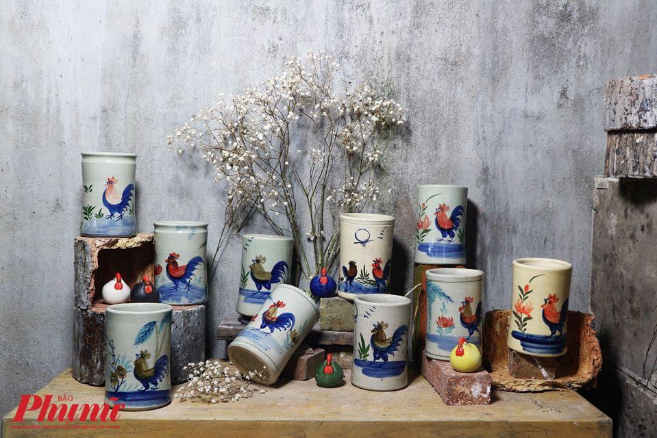 Ống đũa con gà - một trong những sản phẩm gốm đặc trưng Lái Thiêu.