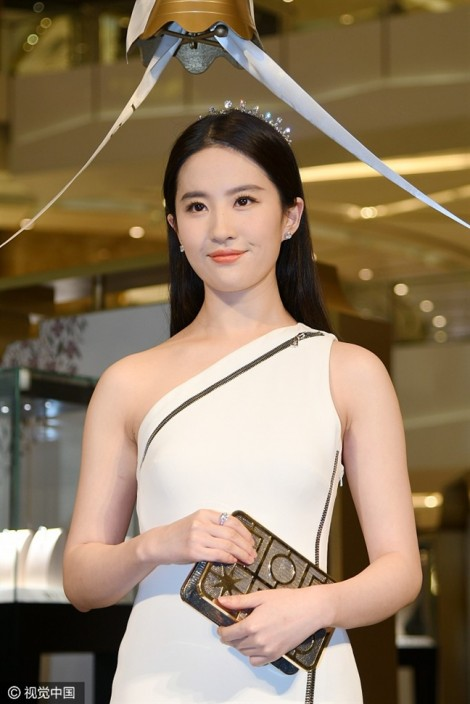 Lưu Diệc Phi mặc váy bó chứng minh không mang bầu