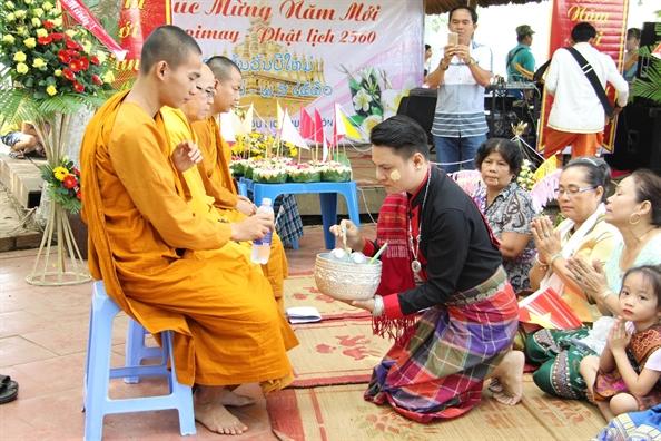 Tet cua nguoi Lao soi dong tren dat Tay Nguyen