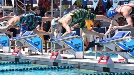 Vận động viên bơi lội thi đấu khi mang bầu 6 tháng