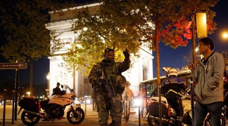 IS tấn công khủng bố Paris ngay trước bầu cử Tổng thống Pháp