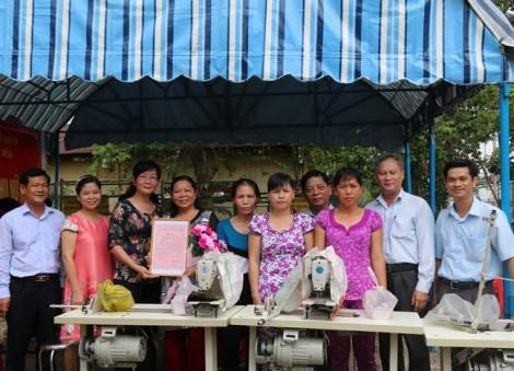 Tặng phương tiện mưu sinh cho phụ nữ nghèo huyện Củ Chi