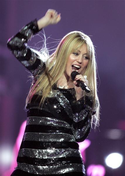 Miley Cyrus bat ngo lot xac voi gu thoi trang nu tinh