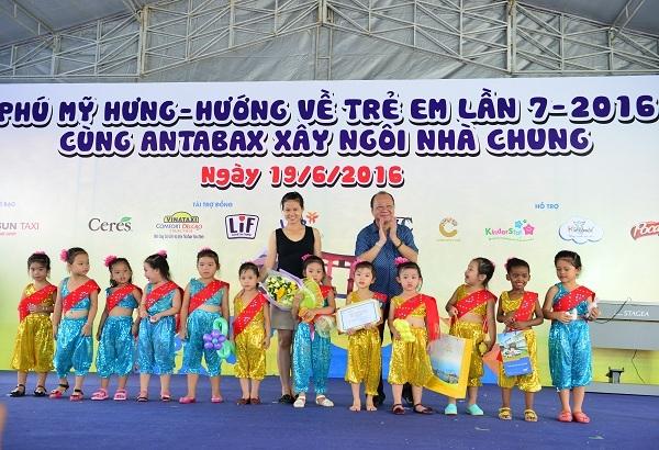 Ngay hoi Phu My Hung huong ve tre em lan 8 - 2017: Dang ky du thi, nhan qua lien tay