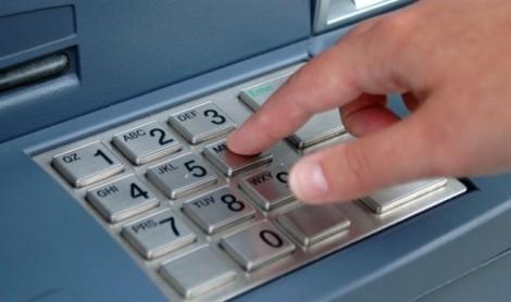 Mất tiền, ngân hàng và khách đua nhau… phòng thủ