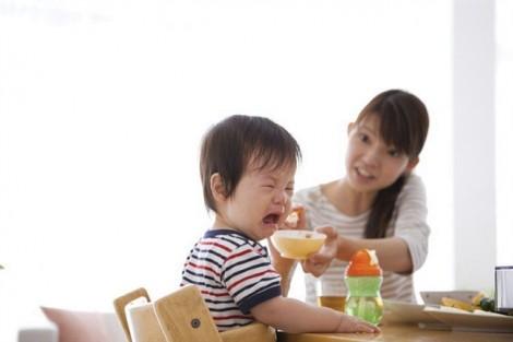 Mùa nóng, đừng cuống lên  khi trẻ biếng ăn!
