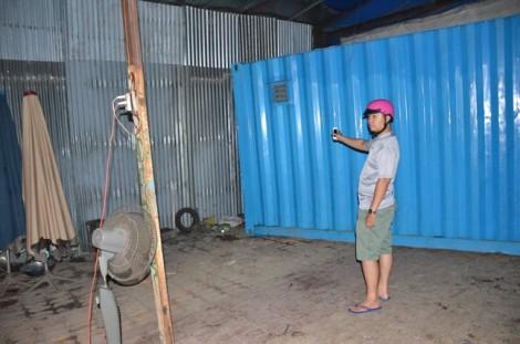 Hàng chục giang hồ chém người, dùng container bít cửa nhà dân