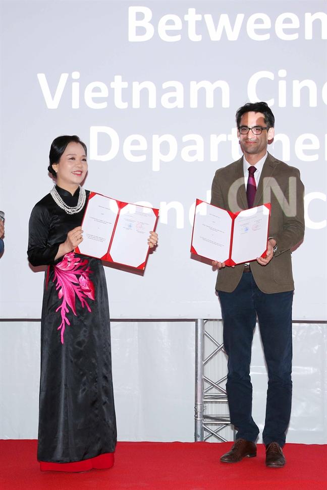 Khach moi tai LHP Cannes an tuong voi pho va nem ran cua Viet Nam