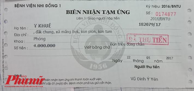 Bao Phu Nu trao tien cho nguoi cha doi bap lay tien chua benh cho con
