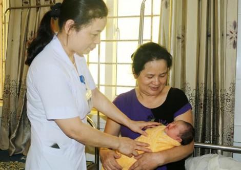 Cứu sống mẹ con thai phụ mang thai ngoài ổ bụng