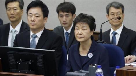 Nỗi đau của cựu Tổng thống Park Geun-hye trong phiên toà với bạn thân