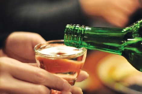 Đàn bà uống rượu xấu hay đẹp?