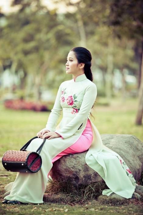 MC Hồng Phượng giảm 18 kg sau sinh nhờ yoga