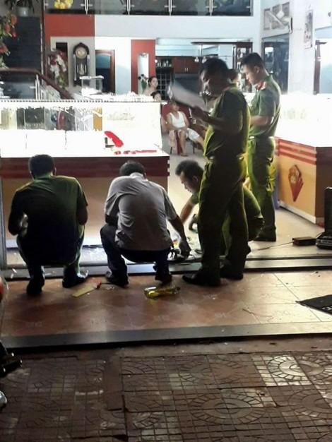 Nam sinh viên tham gia vụ cướp tiệm vàng táo tợn, tông gãy chân người truy đuổi