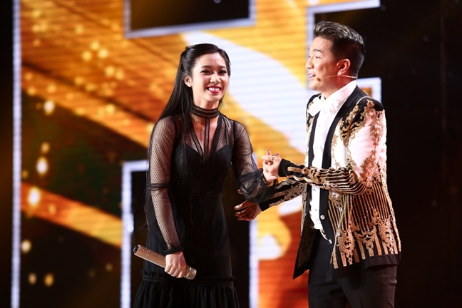 Fan mua 'thung sim' de 'vote' cho Dam Vinh Hung hay Helen Thuy?