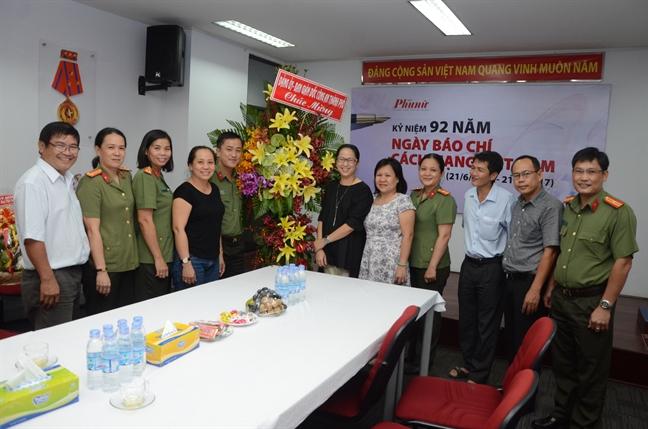 Lanh dao Thanh uy tham Bao Phu Nu TP.HCM