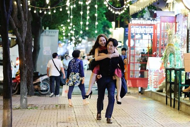 Rocker Nguyen so Minh Hang noi nong khi dien chung