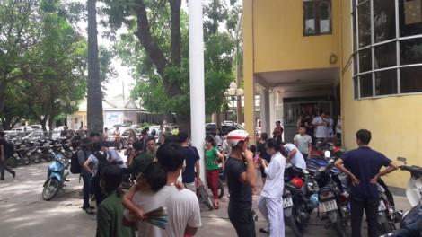 Bảo vệ bị người nhà đâm gục ngay trong bệnh viện