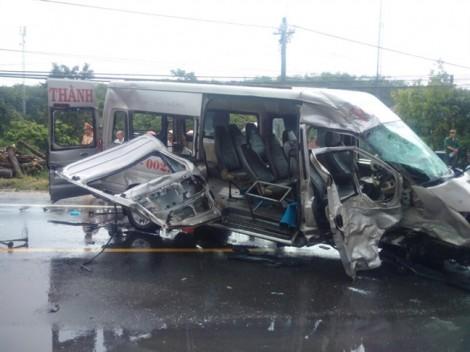 Hai xe khách đối đầu, 14 người thương vong