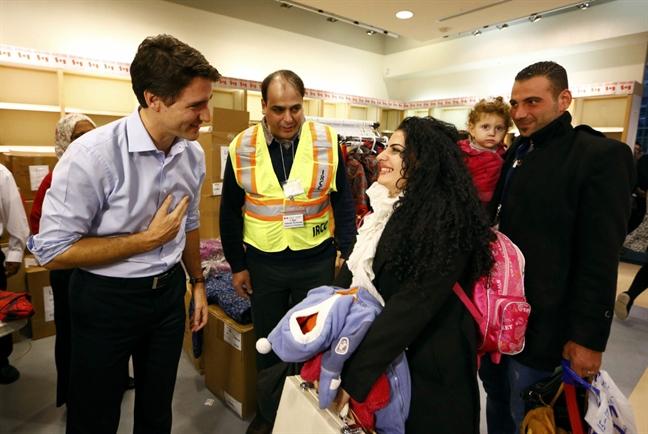 Thu tuong Canada roi nuoc mat khi hoi ngo voi nguoi ti nan Syria