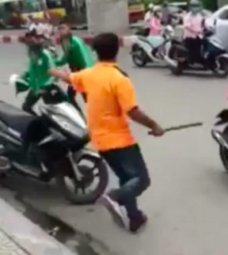 Hàng loạt vụ ẩu đả giữa xe ôm truyền thống và xe ôm Grab