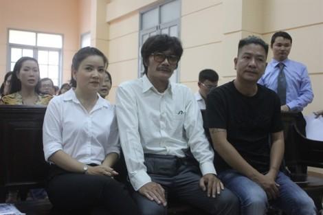 Diễn viên Ngọc Trinh bật khóc nức nở trước tòa ngày 4/7