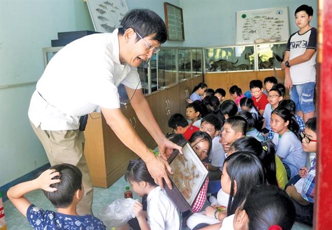 Nha nghien cuu da dang sinh hoc Phung My Trung: Gop yeu thuong va tu te cho doi