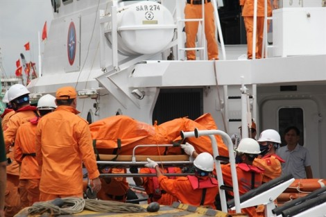 'Người nhái' phát hiện 1 thi thể thuyền viên bị kẹt trong tàu VTB26
