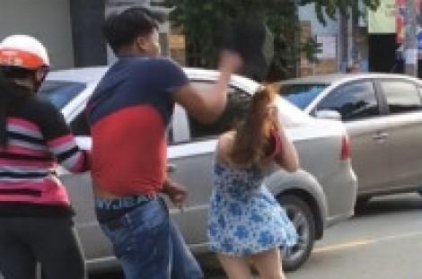 Thanh niên phang mũ bảo hiểm vào đầu cô gái sau va chạm giao thông bị khởi tố
