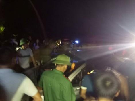 Hàng trăm người dân truy đuổi nhóm thanh niên dùng ôtô đi trộm chó trong đêm