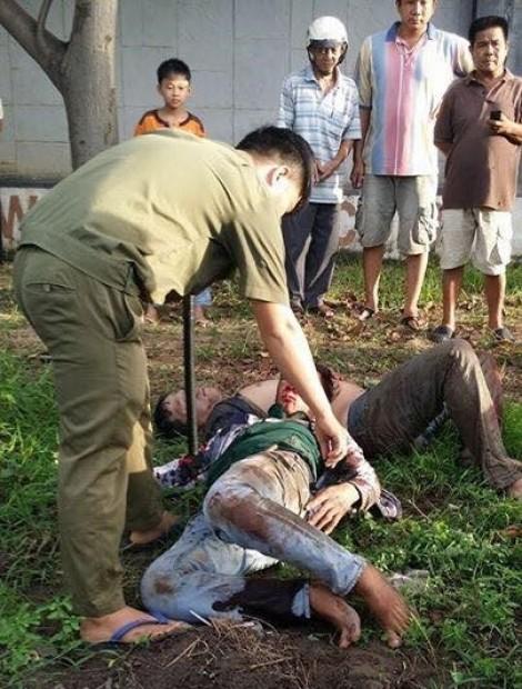 Hai 'cẩu tặc' bị dân đánh bất tỉnh, đốt xe máy ở Đồng Nai