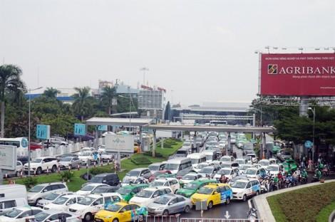 Giám đốc Sở lý giải việc Tân Sơn Nhất kẹt xe triền miên dù có cầu vượt 'giải cứu'