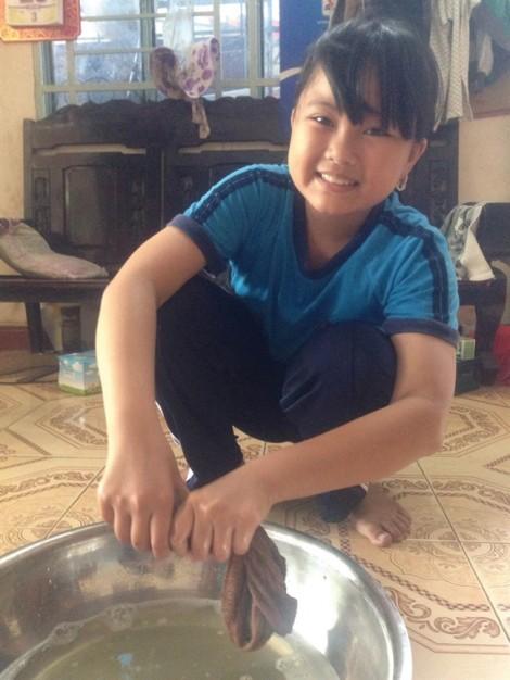 Học bổng 'Nữ sinh hiếu học vượt khó' lần 27: Cô học trò… già dặn