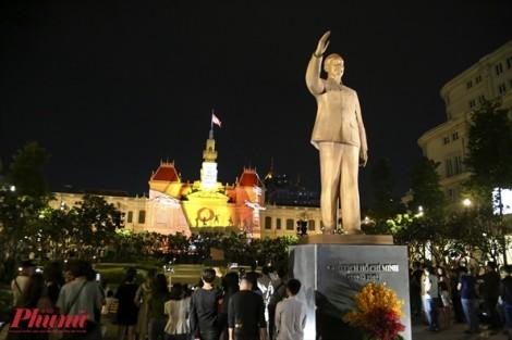 Ánh sáng lung linh trụ sở UBND TP.HCM mừng kỷ niệm 50 năm thành lập ASEAN