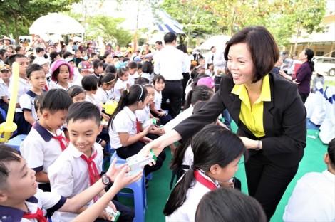 Khởi động hành trình trao sữa 10 năm liên tiếp của quỹ sữa vươn cao Việt Nam - Trao tặng 46.500 ly sữa cho trẻ em Tỉnh Quảng Nam