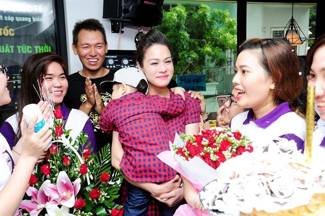 Nhat Kim Anh khoc nac khi duoc fan bi mat mung sinh nhat