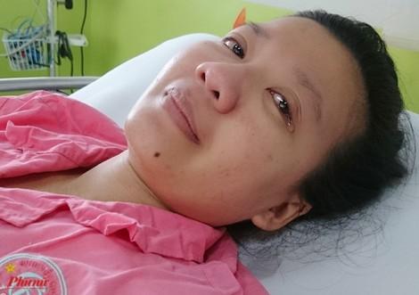 Thai phụ mang thai 8 tháng bị xe tải chèn qua bụng hạnh phúc khi được bế con
