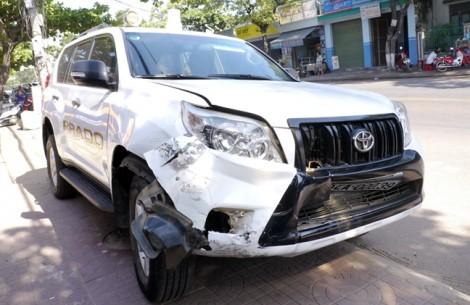 Ôtô gây tai nạn liên hoàn, 6 người đi cấp cứu