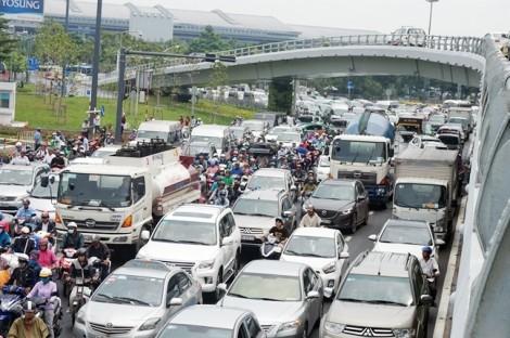 Lập tổ 'phản ứng nhanh' giải cứu kẹt xe tại Tân Sơn Nhất