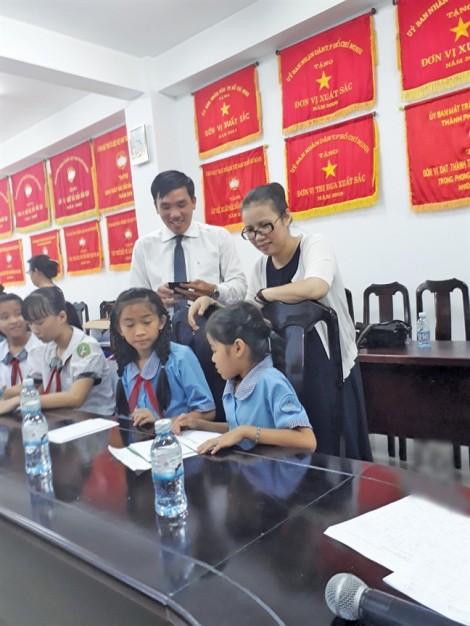 Báo Phụ Nữ cùng Vingroup trao học bổng tại Bình Chánh