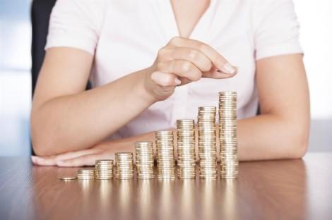 Được tăng lương, bạn điều chỉnh chi tiêu ra sao để không 'bóc ngắn cắn dài'?