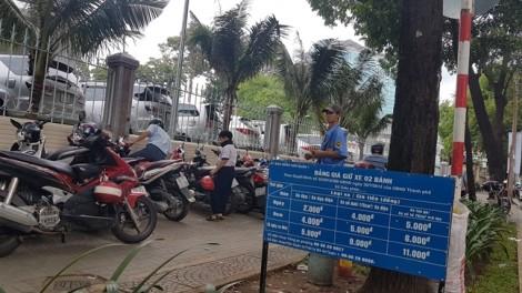 Đặt chỗ, thu phí ô tô đậu lòng đường Sài Gòn qua điện thoại