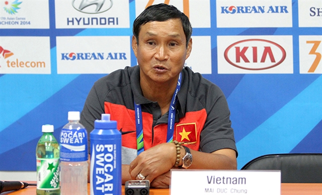 Mai Duc Chung tam thoi lam HLV truong U22 Viet Nam sau SEA Games 29