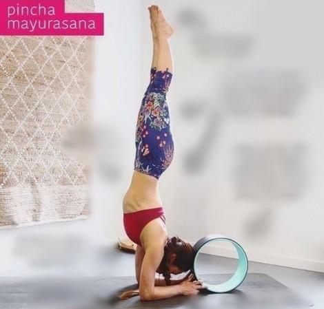 Thư giãn với 9 động tác yoga cùng vòng